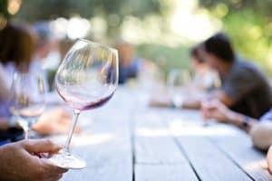 טועמי יין מקצועים
